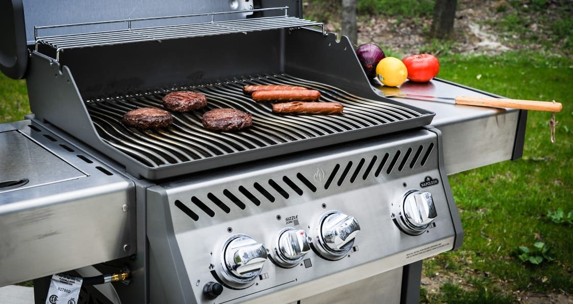 how to build an outdoor kitchen with a charcoal grill